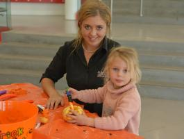 Pumpkin carving in Cafe 750